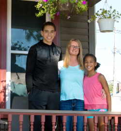 Dupaco MoneyMatch participant Tami Paisley and her family